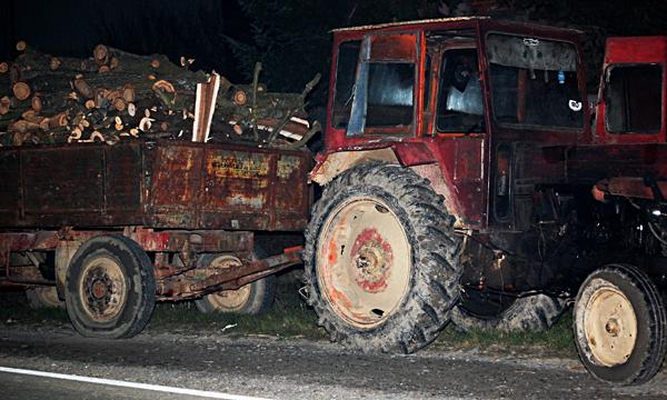 Tractor nesemnalizat accident