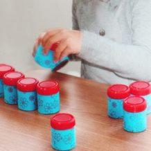 Cilindri cu greutăți diferite: Joc de sortare (DIY)
